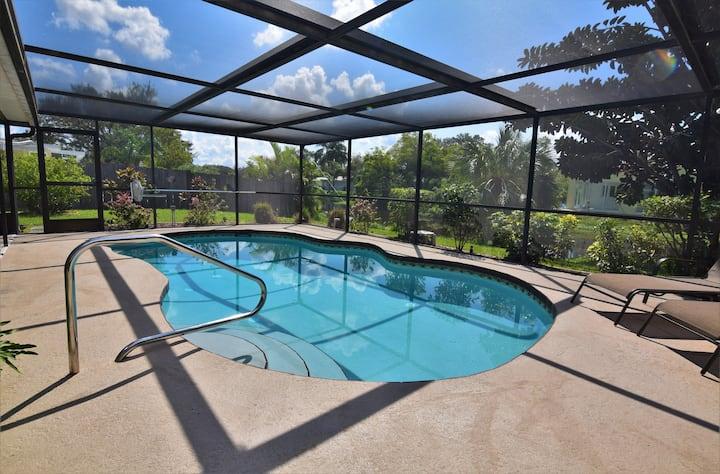 Fantastic 2bd Den,2 bth + Pool Near Siesta Key!