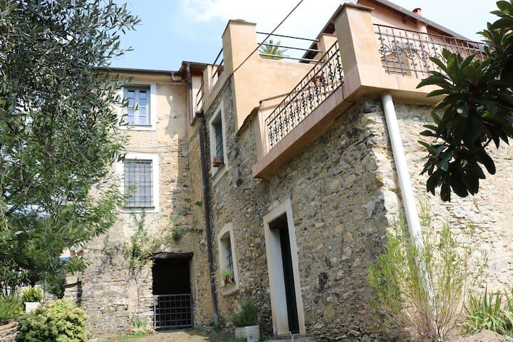Historische Villa in Casanova Lerrone bei Alassio - Province of Savona