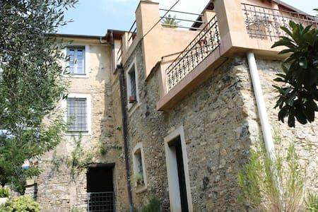 Historische Villa in Casanova Lerrone bei Alassio - Province of Savona - Huvila