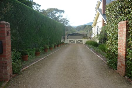 Lovely home and garden - Woodend/Hanging Rock - Woodend - 一軒家