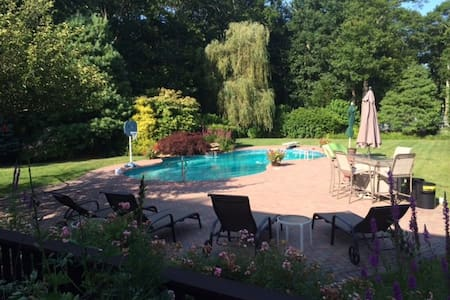 Luxury 6BR, pool, spacious yard - East Quogue - Hus