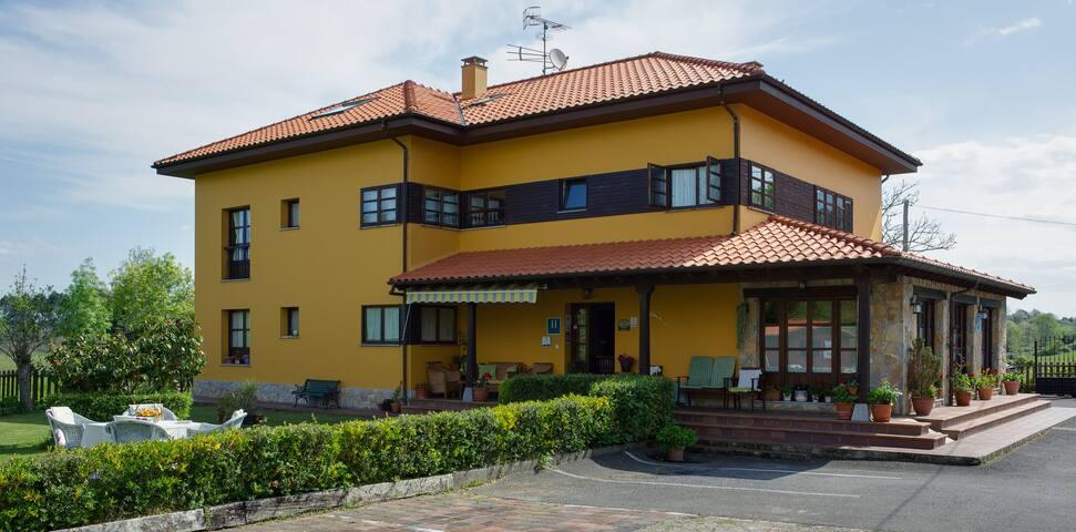 HOTEL CAMANGU HABITACION DOBLE CON DESAYUNO - Ribadesella - Bed & Breakfast