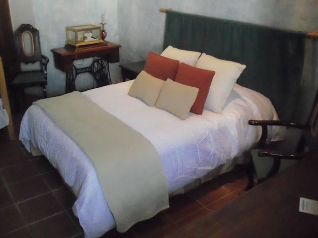 Downtown Antigua, two blocks from the Park - Antigua Guatemala - Huis