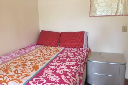 One Spacious Private Bedroom in Allston - Boston - Apartment