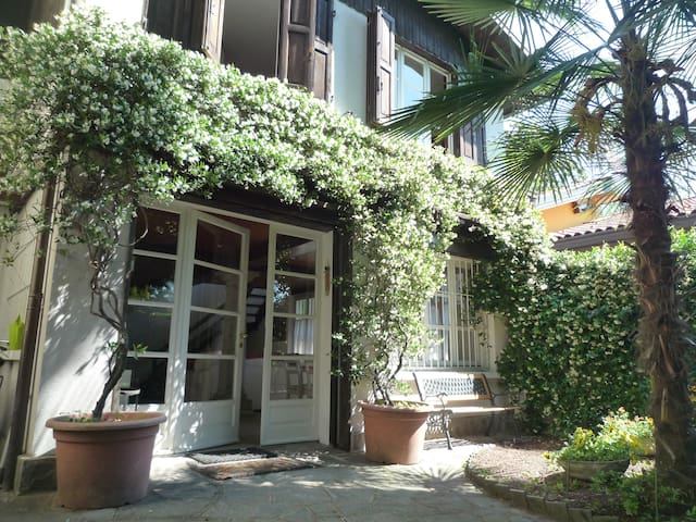Villanuvola B&B a Meina, vista lago - Meina - Bed & Breakfast