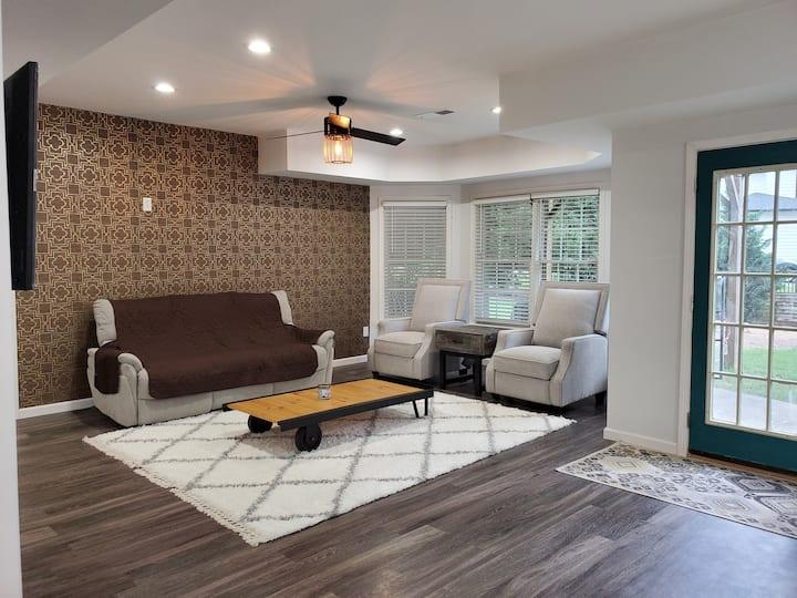 2/1 Modern BASEMENT home near Mall of GA