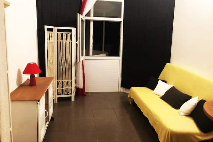 Studio cosy pour 2 pers max en plein centre-ville