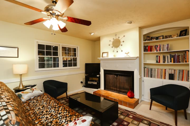 Perfectly Located 2BR/2.5BA Condo on Milledge!