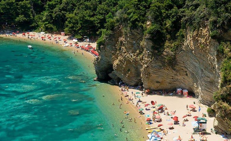 Mogren Beach- Budva