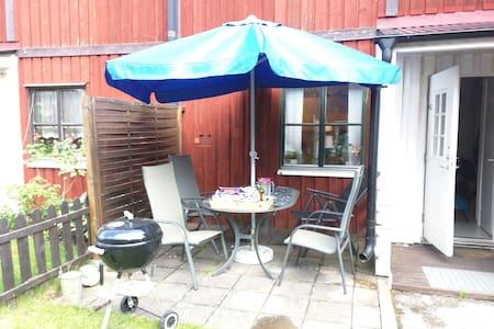 Mysig lägenhet i lugnt område - Visby - Reihenhaus