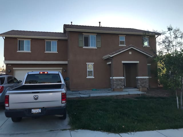 Room for rent in Riverside Area (Perris, CA 92571)
