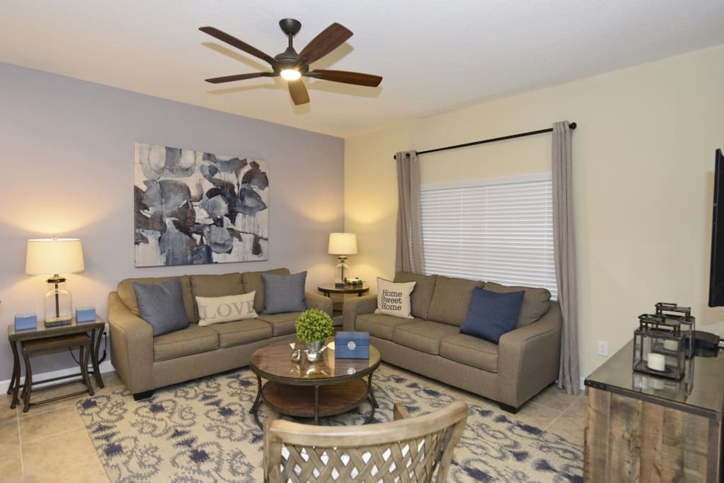 Couch,Furniture,Lamp,Bedroom,Indoors