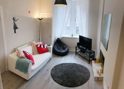 Modern Apartment By City Centre! Free Parking