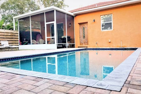 Hansen- Gorgeous 3BR/2BA Villa near Siesta Key
