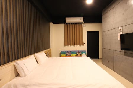 Riders - Youth Hostel_American Loft Double Room - Ji'an Township
