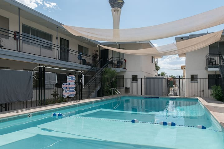Walk to strip 2 Bdr condo, SLS, LVCC, casino's   7 - Las Vegas - Appartement