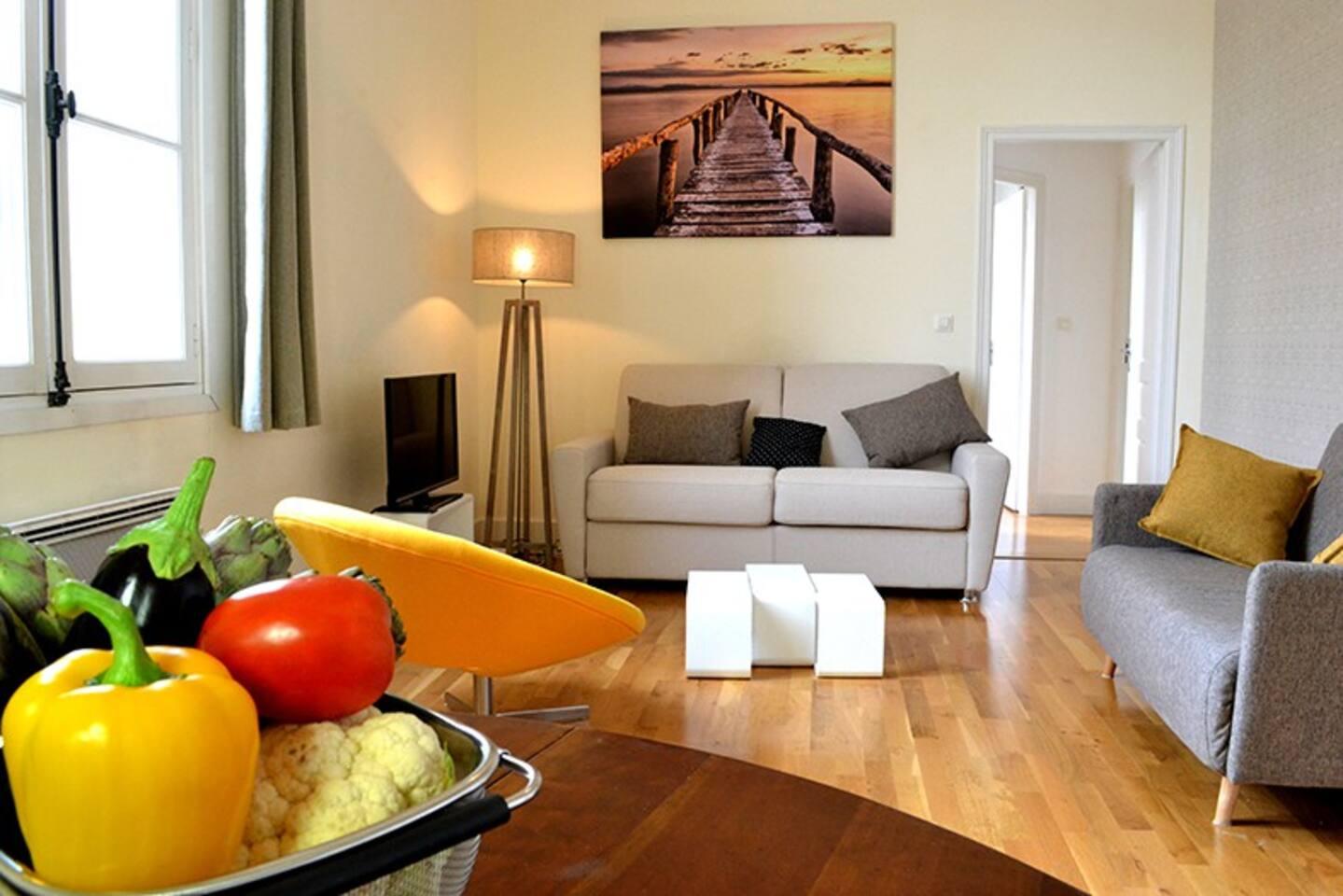 Grand salon convivial, confortable et spacieux
