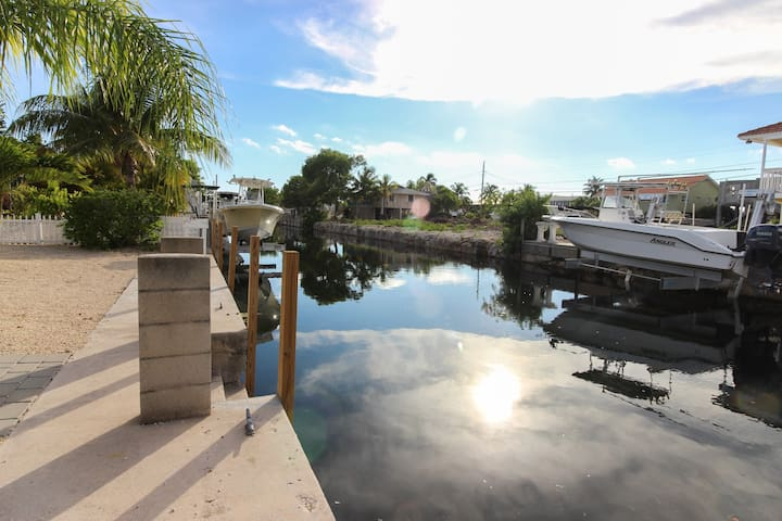 Cozy canal-front house w/ deck and boat launch - close to beaches and state park