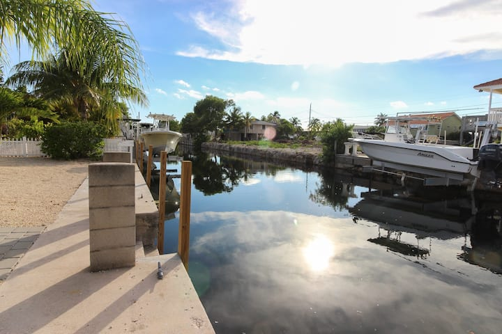 Cozy Canal-Front House w/Free WiFi and Deck- Close to Beaches and State Park