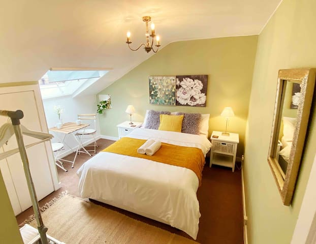 Super Central Unique Double Bedroom with EXTRAS★R3