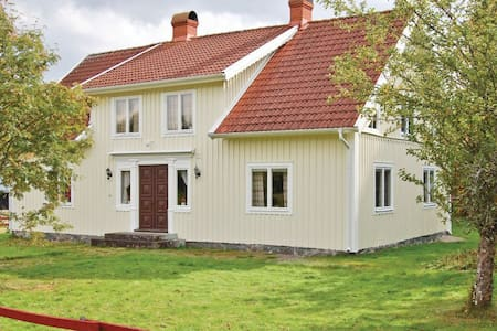 3 Bedrooms Farmhouse in Älmeboda - Älmeboda