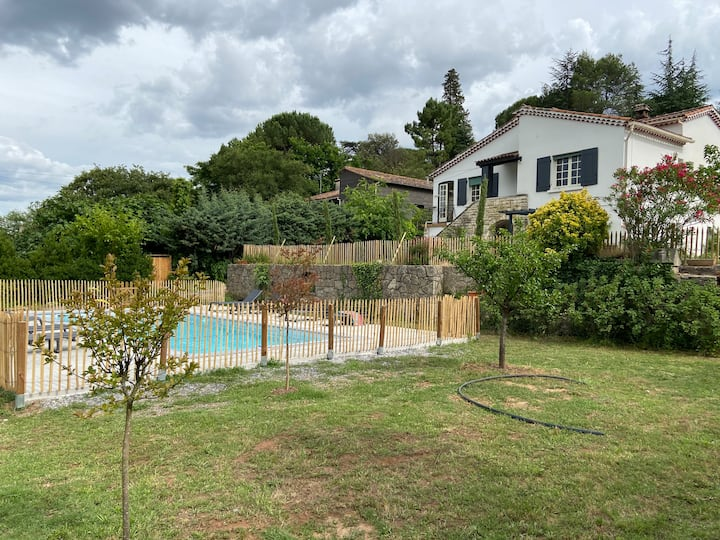Anduze maison 2 a 6 pers  piscine wifi parking