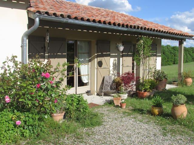 Maison de campagne à proximité du village