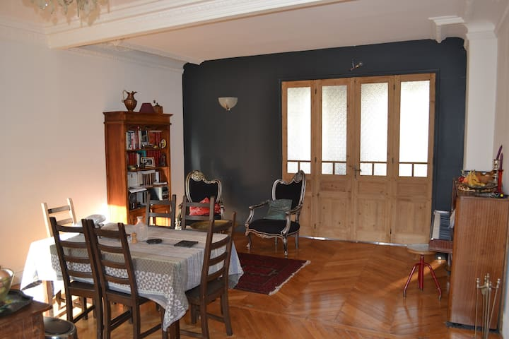 Lively 4 bedrooms in the Marais