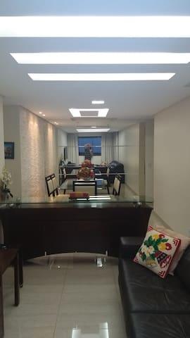 Mega apartamento na SQN 214    3 quartos