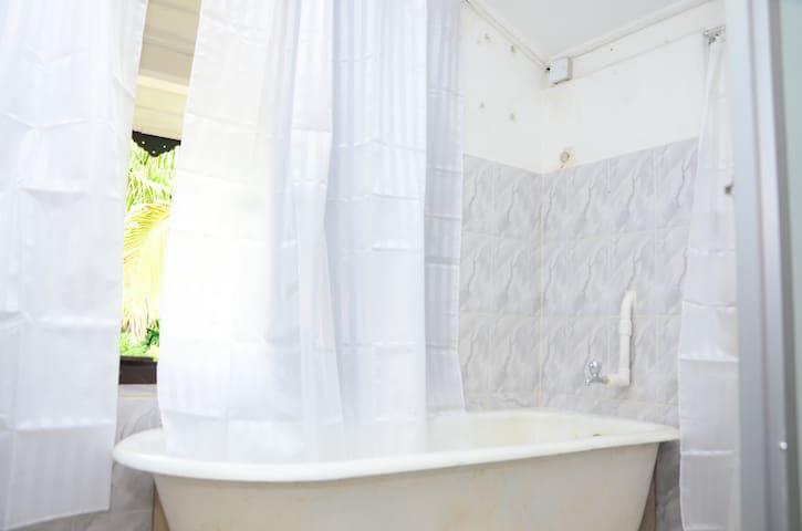 Wash Room / Bath Tub