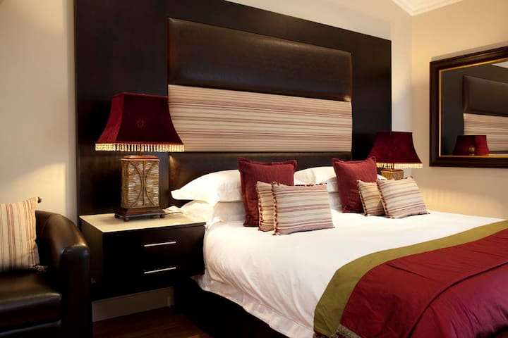 Generous luxury and comfort. - Umhlanga