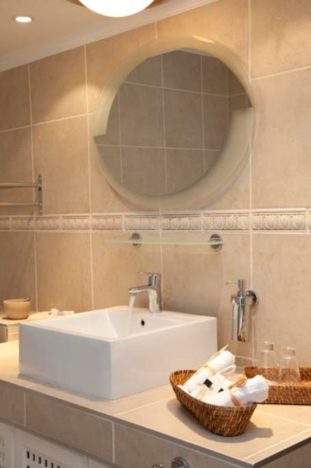 Tasteful en-suite bathrooms