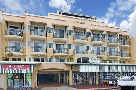 """Riley's Apartments """"IL Palazzo"""" - Cairns"""