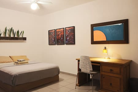 Spacious Guest House w/ Kitchen - Indio - Guesthouse