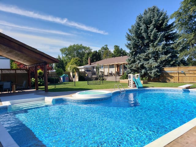 Large Backyard & Pool, Family Friendly, Sleeps 8!