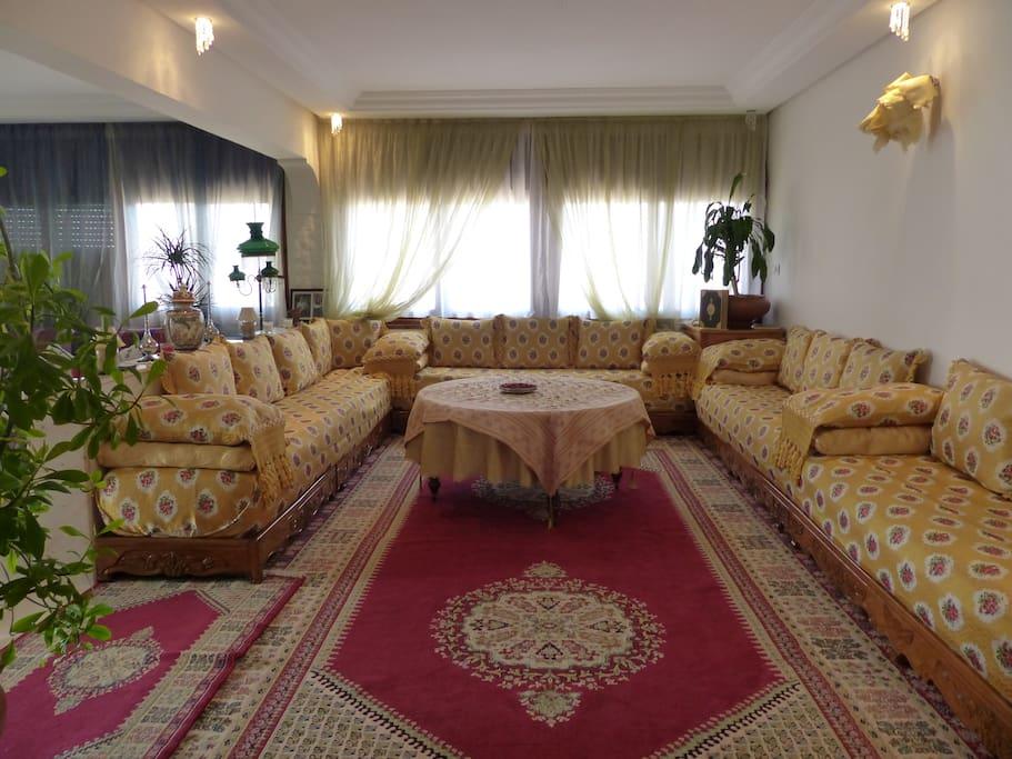 Location villa hay riad rabat villas louer rabat for Mobilia hay riad rabat