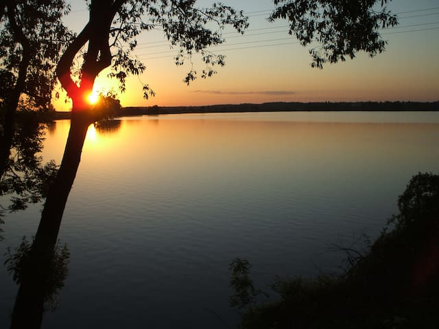 Lake House, Prague 50km. Perfect for 8-12 guests!