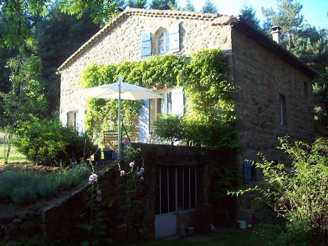 Maison de campagne en Ardèche - Saint-Barthélemy-Grozon - Hus