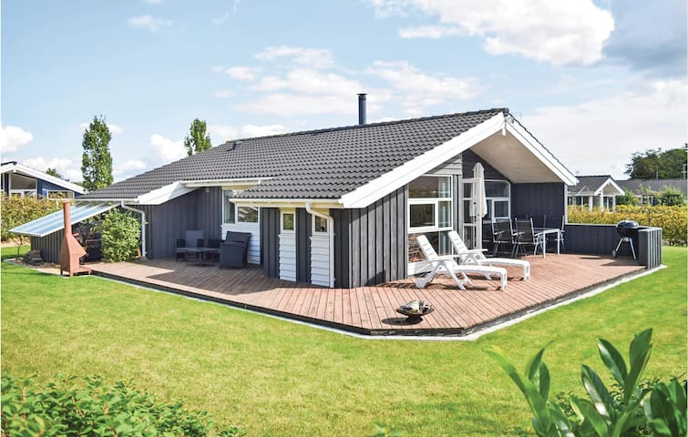Holiday cottage with 3 bedrooms on 85m² in Juelsminde