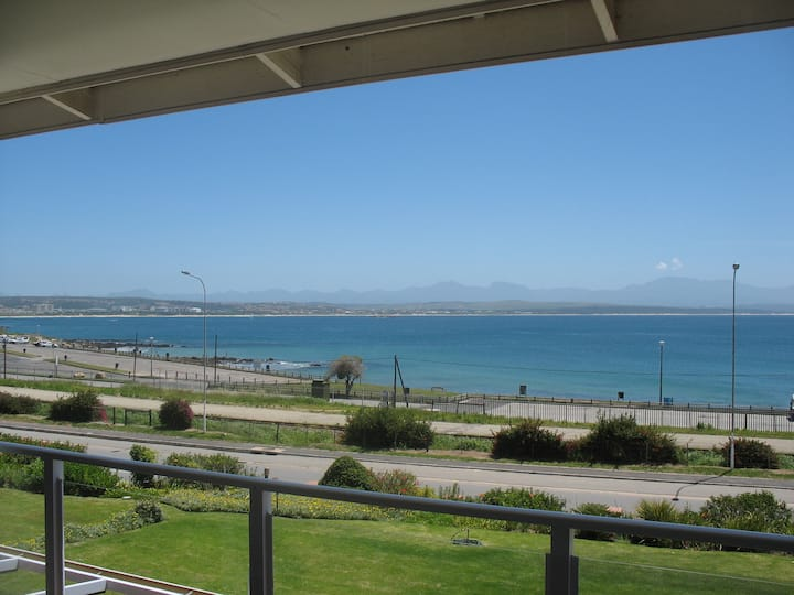 Beachfront 3bedroom apartment in Mosselbay