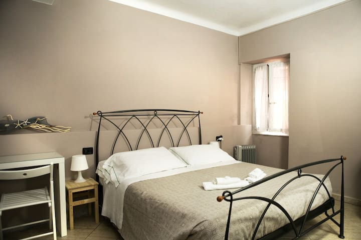 Double Room #2 main street - Vernazza CinqueTerre - Vernazza - Bed & Breakfast