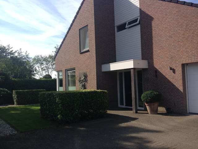 Beautiful House with outdoor Pool - Schaijk - Lägenhet