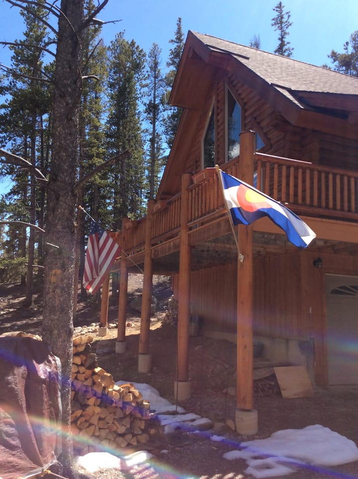 Garden level Room in Beautiful Clean Log Home