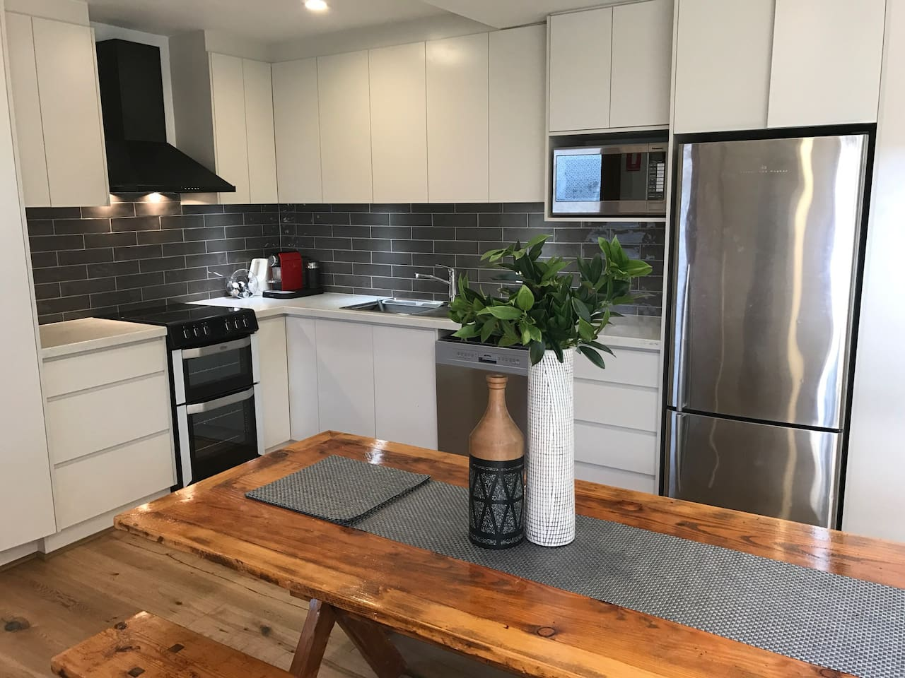 The newly renovated kitchen is so shiny and new! We love the 40mm caesarstone benchtop, oodles of storage and the feeling of luxury.