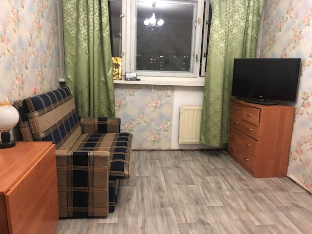ДвухкомнатнаЯ квартира ,рядом метро.