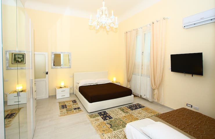 Luxury at the Central Train Station - Bari - Apartment