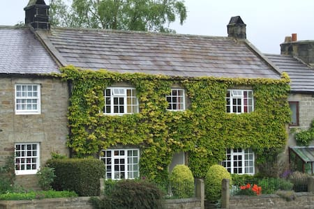 Traditional Yorkshire stone cottage - House