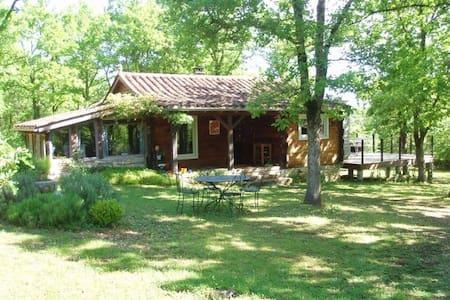 maison en bois isoléee - Hus