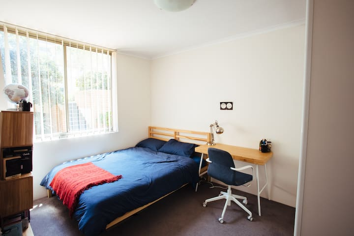 Private Room in Spacious Apartment w. Ocean Views