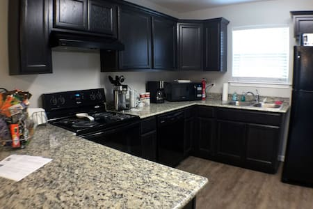 Stunning Modern 2 Bedroom 2.5 Bath - Lake Charles - Haus